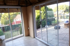 Enclose of lapa Florida Hill with white sliding doors